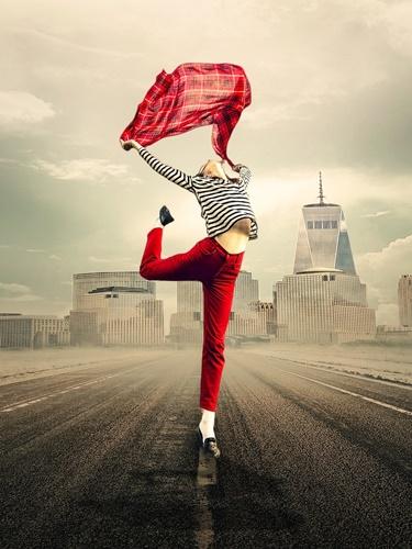 踊る赤い女